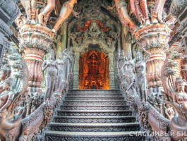 Stairs-to-Orange-Sanctuary-Of-Truth